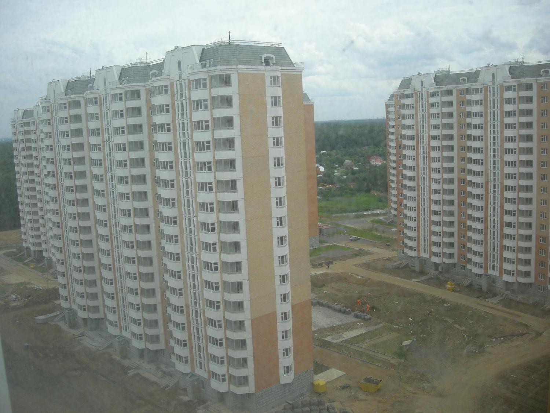 Вид слева из окошка большой комнаты