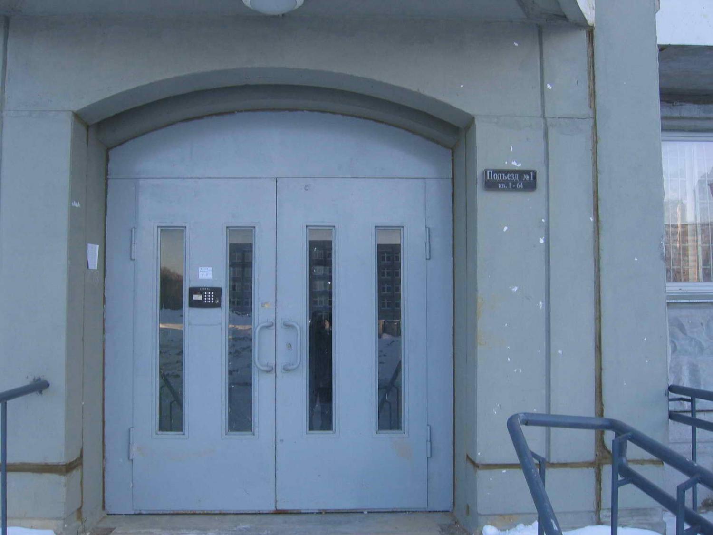 Вход в 1-й подъезд 2 кв. 2 корп.
