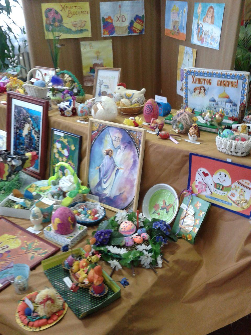 Выставка к Пасхе в школе №1