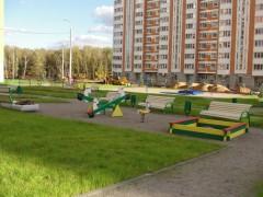 Детская площадка, примыкает к торцу 3 корпуса.jpg