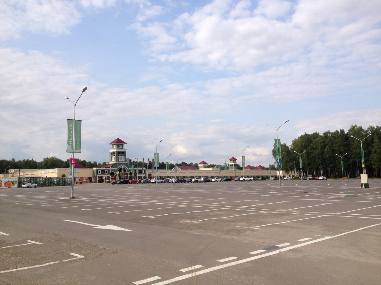 Vnukovo Outlet Village - парковка