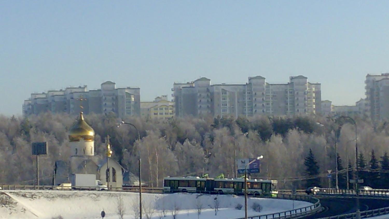 5 мкр. и церковь (фотография с перехода над Киевским ш.)