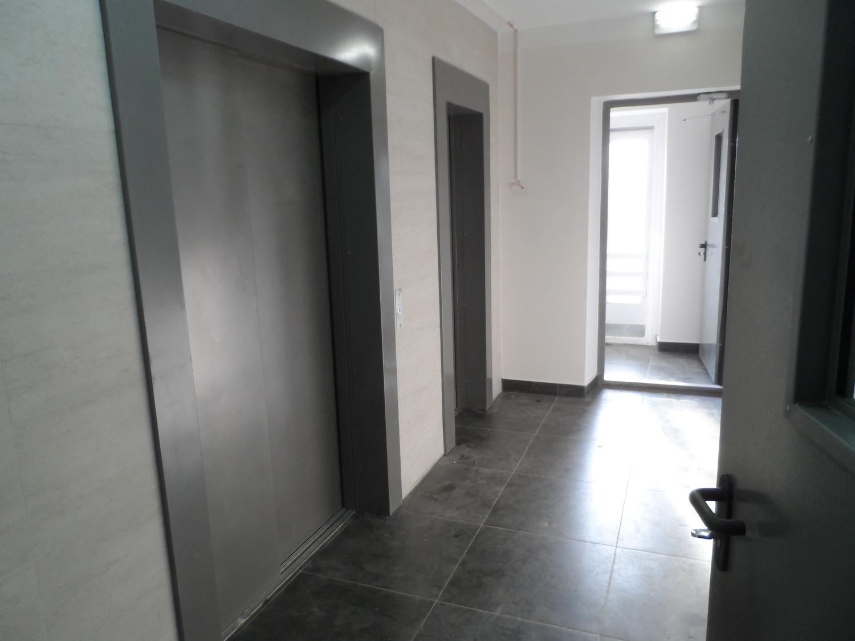 Лифты и выход на пожарную лестницу (1-й подъезд, ул. Бианки-5)