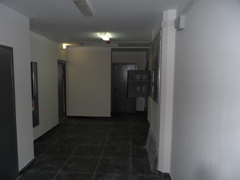 Общий коридор перед квартирами (1-й подъезд, ул. Бианки-5)