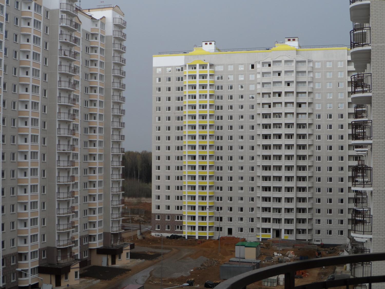 Вид с балкона 4-го этажа  (1-й подъезд, ул. Бианки-5)