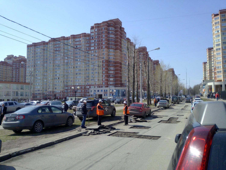 Ямочный ремонт дорожного покрытия в городе Московский, 3 мкрн. 28.04.2015 г.