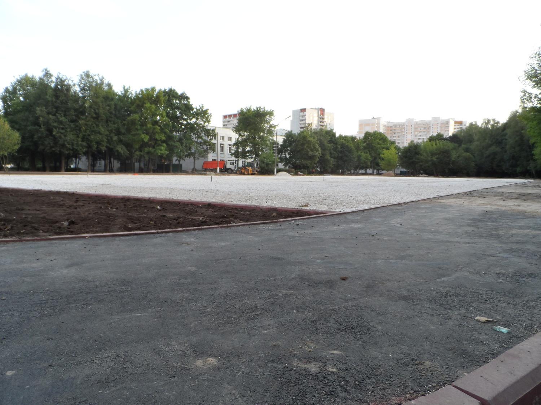 стадион с плоскостными сооружениями и ямой для прыжков, школа № 2063
