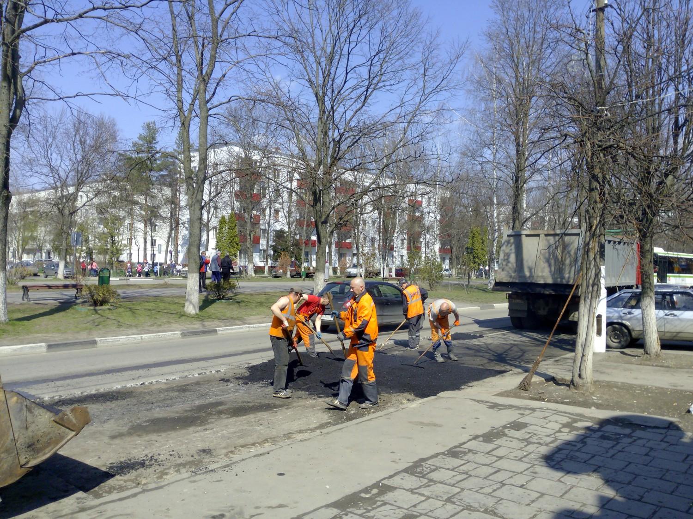 Ямочный ремонт дорожного покрытия в городе Московский1 мкрн., 28.04.2015 г.