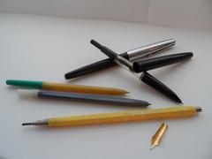 Позолоченное перо, механический карандаш, шариковые и перьевые ручки