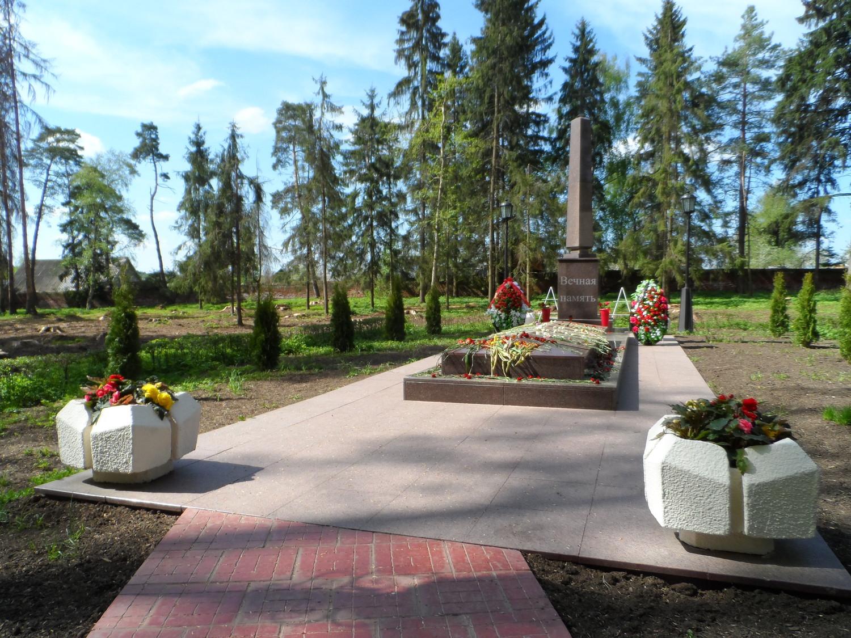 Усадьба Волуево, братская могила