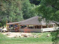 Строительство кафе на берегу реки Ликова