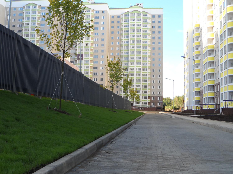 Дорога между детским садом, 5 мкр., ул. Никитская 6 к1 и ул.Бианки 5 к1
