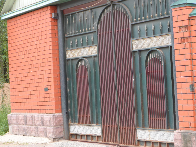 Ворота одного из домов в д. Дудкино
