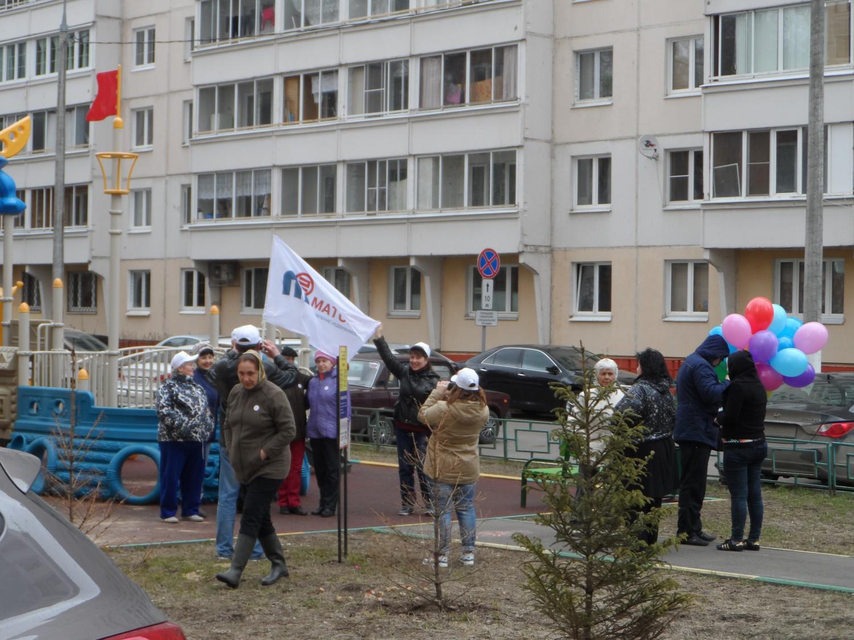 25.04.2015 г., субботник в г. Московский, 1 мкр.