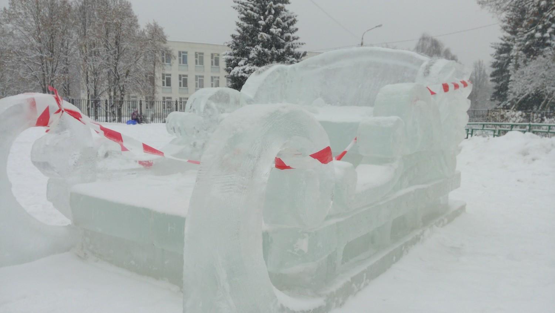 Ледяная скульптура (сани Деда-Мороза)