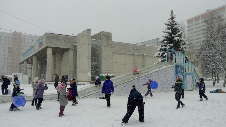Ледяная горка (между ДК и школой № 1)