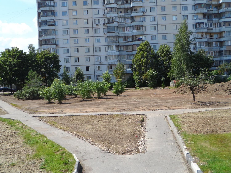 Благоустройство за д.5А, 1 мкр., г. Московский, 9.07.2014 г.