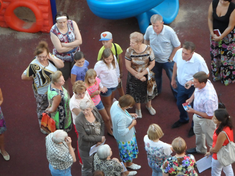 Встреча депутатов Лебедева и Арбатова с жильцами 31 и 32 домов 1 мкр., г Московский