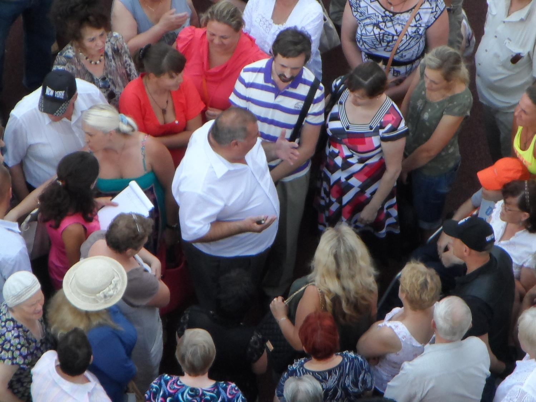 17.07.2014 г., знакомство нового главы администрации с жителями 1 мкр. между 42 и 34 домами