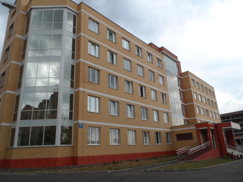 Парадный вход новой поликлиники в 3 мкр.