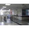 Главный вход и турникеты с гардеробгой новой поликлиники в 3 мкр.