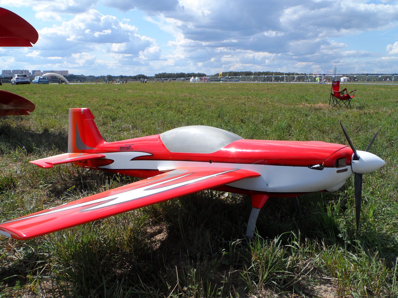 радиоуправляемый самолет