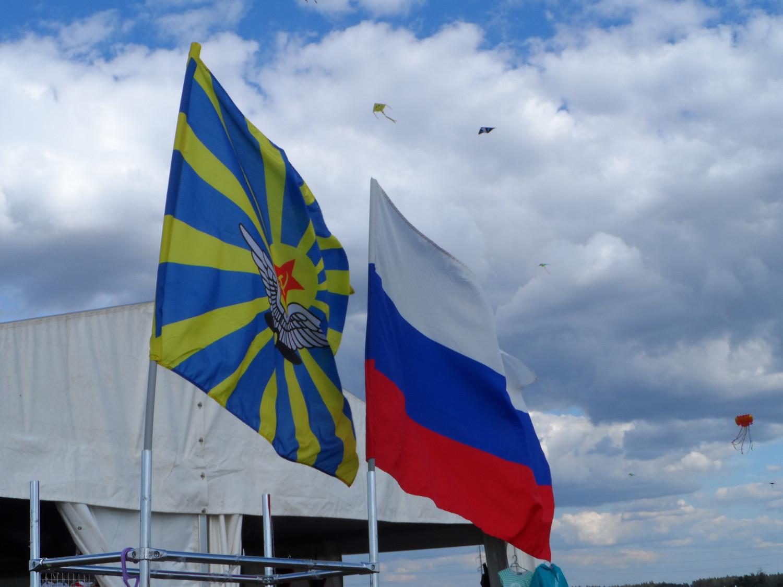 Флаги над полем