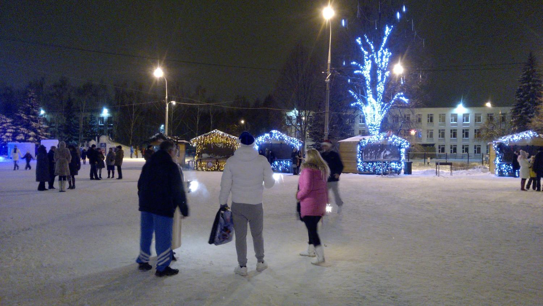 Новогодняя ночь, площади перед ДК (1.01.2015 г.)