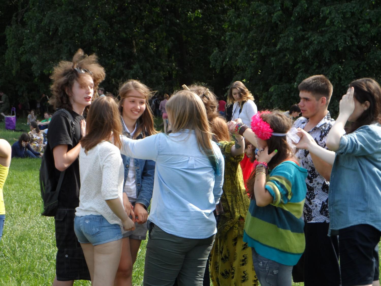 Сходка хиппи в Царицыно (Москва 1.06.2015)