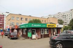 Торговые павильоны рядом с рынком и ЖЭКом