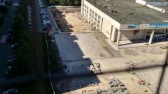 Укладка плитки на площади у ДК